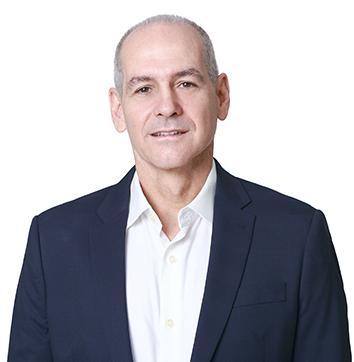 Dr. Otávio Machado de Almeida  Cirurgião plástico, Diretor Médico da Blue Hands, Membro Titular da Sociedade Brasileira de Cirurgia Plástica