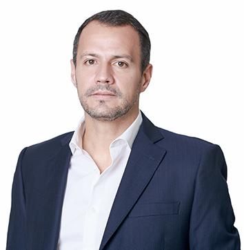 Dr. Rodrigo Garcia de Arruda  Cirurgião plástico, Membro Titular da Sociedade Brasileira de Cirurgia Plástica